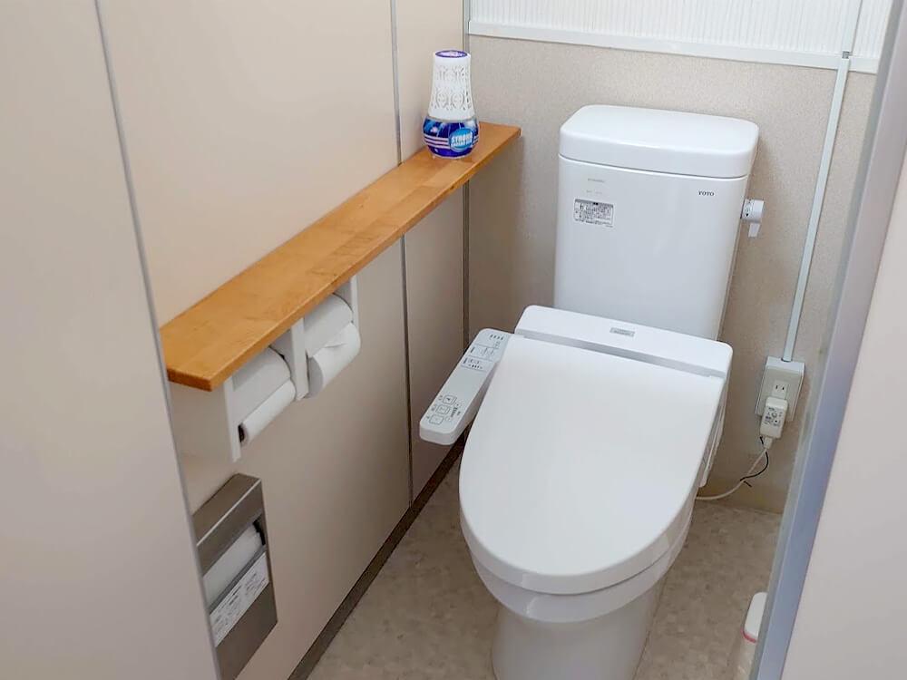 ウォシュレット付き共用トイレ